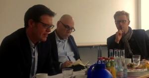 """Bereicherte mit einem Impulsvortrag zum Konzept des """"Lebenschancenkredits"""" die Diskussion im DenkraumArbeit: Prof. Dr. Steffen Mau (links)"""